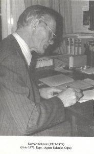 2 Scheele Norbert am Schreibtisch zu Hause um 1976 Foto Agnes Scheele