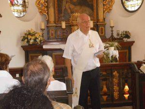 Diakon Werner Schrage in der Hanemicker Kapelle